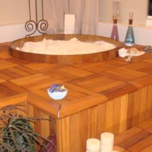 Ofuro-ambiente-interno-flexdeck-deck-de-madeira